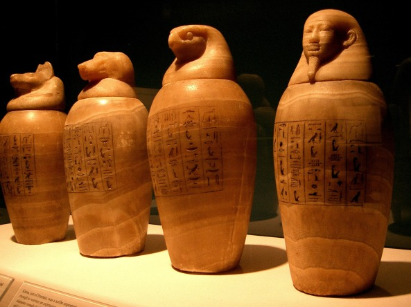 canopic-jars-765073_1920.jpg
