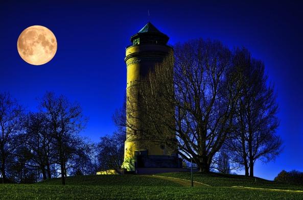 full-moon-1337690_1920