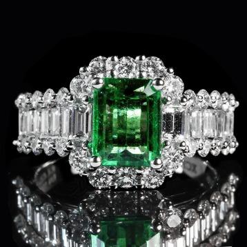 emerald-1137413_1920