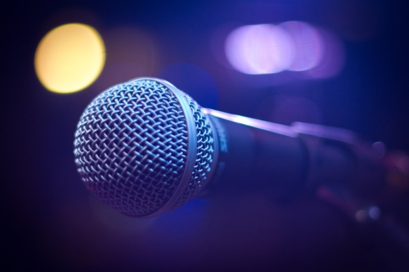 microphone-1261792_1920