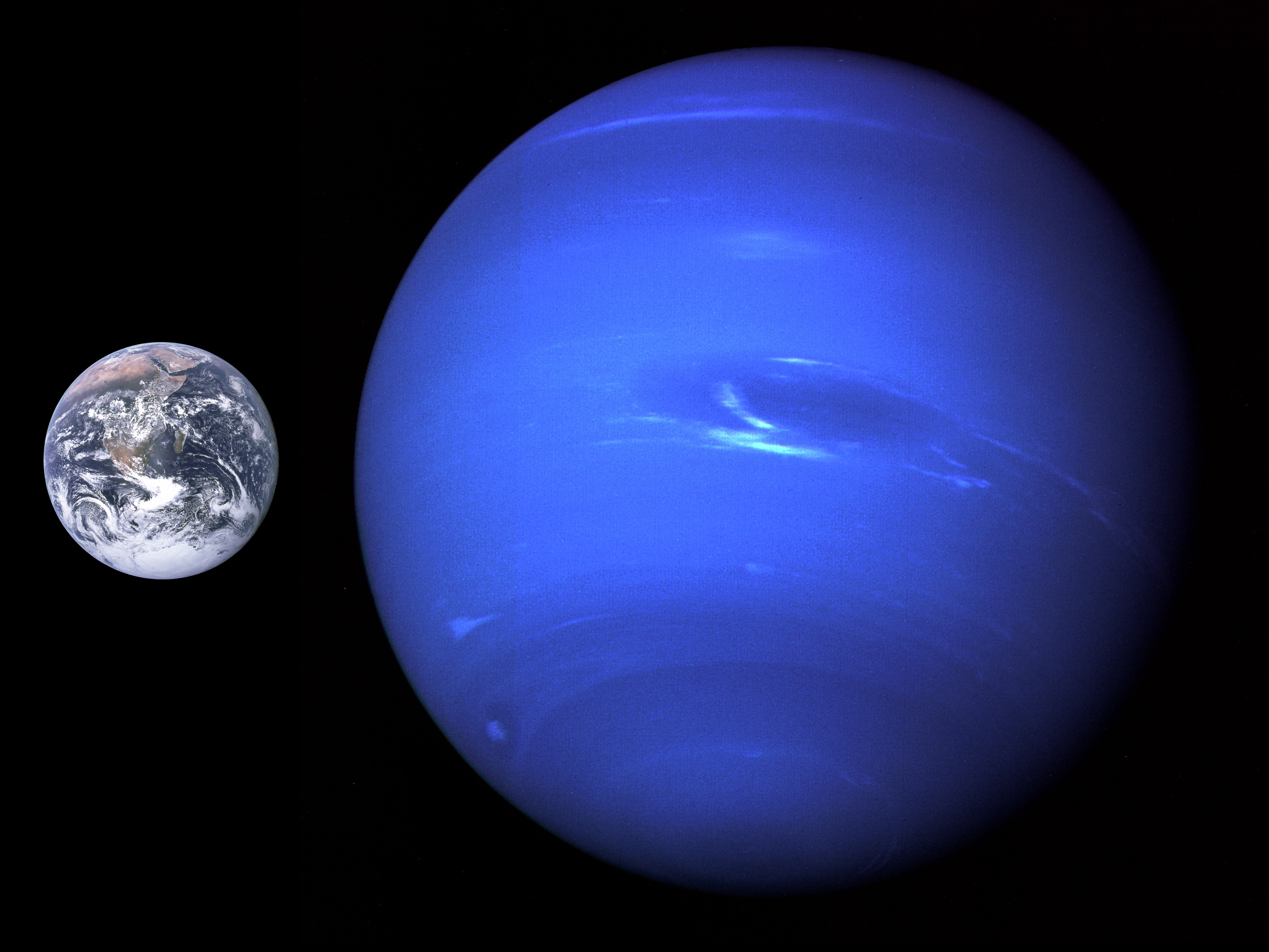 Neptune,_Earth_size_comparison_2
